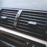 車のエアコンの臭いが酸っぱい!ファブリーズは逆効果って本当?