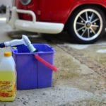 車を洗車機で洗うとキズがつく?!オススメの方法は?
